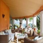 13-terasa casa de vacanta amenajata in stil mediteranean cu mici accente decorative marocane