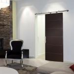 13-usa glisanta langa perete wenge interior amenajat in stil modern