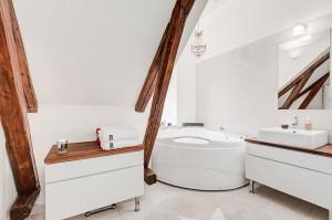 14-amenajare baie mare si spatioasa in mansarda