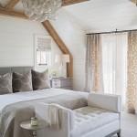 14-amenajare dormitor mansardat decorat in alb gri si bej