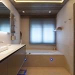 14-baie moderna amenajata in stil minimalist cabana lemn alpi franta