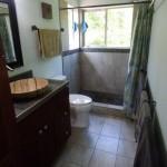 14-cabina de dus turceasca interior baie spatioasa casa mica din lemn suprafata 65 mp