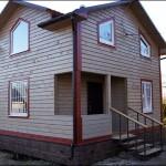 14-casa finisata din lemn construita prin imbinarea in sistem lego a popilor de lemn