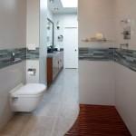 14-combinatie gresie gri si parchet rezistent umezeala amenajare baie