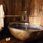 14-decor baie rustica finisaje lemn si cada din piatra
