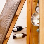 14-detaliu decor casa mica din lemn construita in padure
