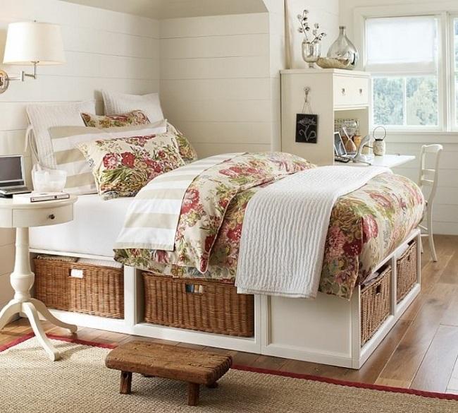14-dormitor mic amenajat in alb si decorat cu motive florale si rustice