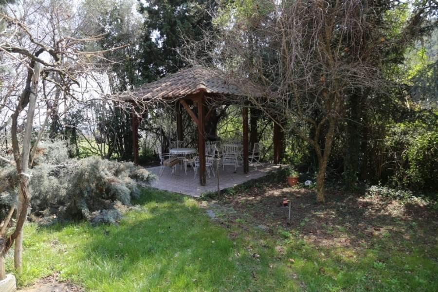 foisor curte casa piatra Grecia 3 km de mare