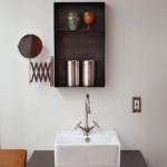 14-lavoar mica baie minimalista fost garaj transformat in casa
