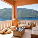 14-loc de relaxare amenajat pe una dintre terasele casei de vacanta din Meganissi Grecia