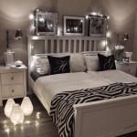 14-mobilier alb tabouri alb-negru si luminite amenajare dormitor romantic