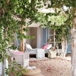 14-pat din fier forjat asezat pe terasa casei rustice mediteraneene din Formentera