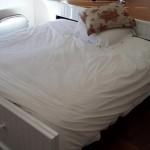 14-pat glisant ascuns sub platforma inaltata din dormitor