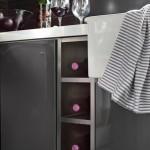 14-raft depozitare sticle de vin integrat in dulapurile inferioare din bucatarie