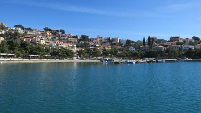 14-sat traditional grecesc Paralio Astros pe malul marii