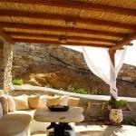 14-terasa casa mediteraneana cu pergola din lemn si stuf