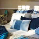 15-accente albastre si bleu pat dormitor matrimonial decorat in alb si crem