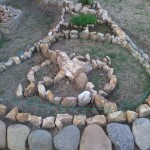 15-aranjament din pietre ronduri de flori gradina lui Vlad