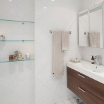 15-baie mare placata cu faianta alba si dotata cu mobilier din lemn maro