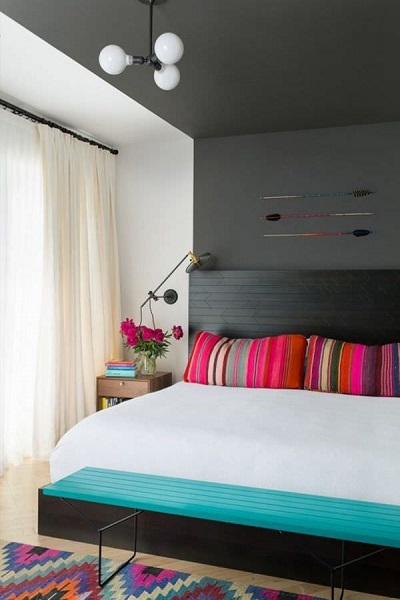 15-dormitor mic cu perete si tavan accentuat cu negru