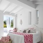 15-dormitor spatios alb cu accente fuchsia si terasa mare