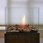 15-flacara arzand in interiorul semineului portabil decorativ