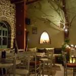15-interior bar amenajat intr-o casa din piatra Dimitsana Grecia