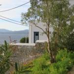 15-intrarea intr-o curte de pe deal insula Hydra Grecia