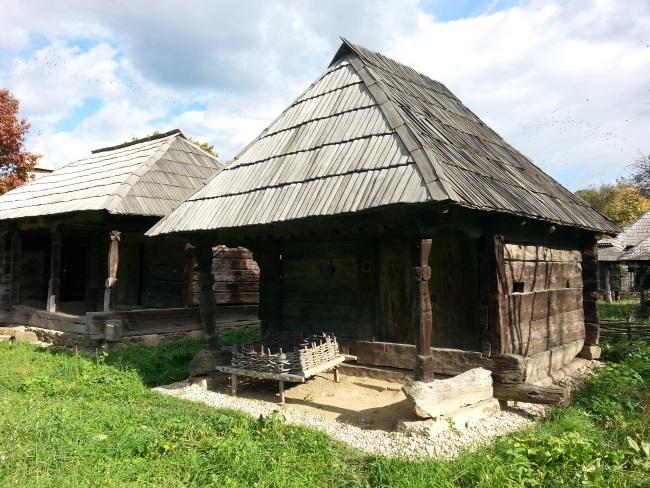 15 model casa taraneaca lemn
