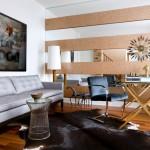 15-oglinzi in combinatie cu lemn in finisarea peretelui din living