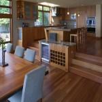 15-open space cu doua nivele bucataria pe platforma inaltata si livingul jos