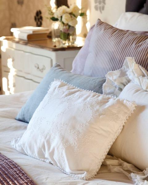 15-pernuta brodata manual decor dormitor mansarda