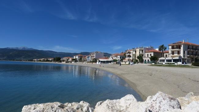 15-plaja satului Paralio Astros cu pietris fin
