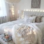 15-textile moi si luminite in amenajarea unui drmitor romatic cu pat tapitat