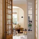 15-usa interioara din lemn masiv cu geamuri de cristal