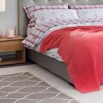 16-accente decorative rosii in amenajarea unui dormitor relaxant