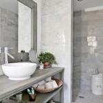 16-baie mica moderna finisata cu travertin in nuante de gri