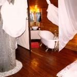 16-baie si dormitor open space casuta romantica din lemn construita in copac complex Harmonie Predeal