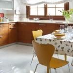 16-bucatarie 12 mp cu mobila in culoarea lemnului proiectata pe 3 laturi