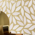16-chit auriu aplicat in jurul unor placi ceramice in forma de frunza
