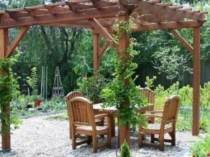 16-pergola din lemn deasupra locului de luat masa