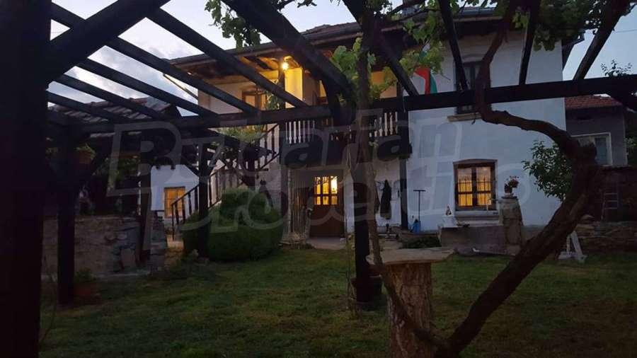 16-pergola-lemn-casa-traditionala-Bulgaria