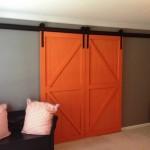 16-usi glisante langa perete duble din lemn culoare portocalie