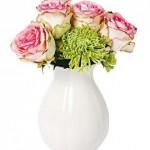 16-vaza cu flori proaspete pentru completarea decorului in galben si vernil al livingului