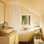 17-baie rustica cu cada vintage casa de vacanta amenajata in stil rustic scandinav