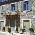 17-casa din piatra cu obloane bleu Tolo Grecia