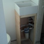 17-montare lavoar baie casa mica structura lemn
