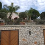 17-resedinta impresionanta din piatra cu gradina mare Spetses