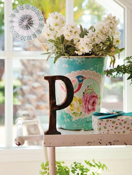 18-aranjament floral in galeata metalica pictata decor camera copil