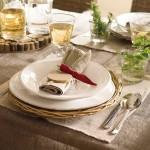 18-aranjament servire masa in stil rustic decoratiuni din lemn fata de masa si naproane din in